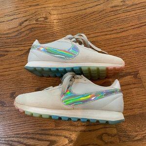 Nike swoosh sneakers like new